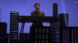 Secvență din videoclipul Owl City - Beautiful Times ft. Lindsey Stirling