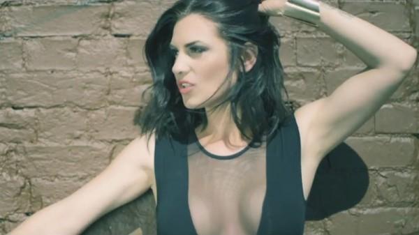 Ellie White - Zi ceva (videoclip)