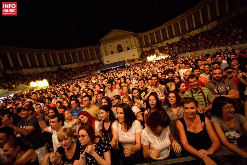 Publicul concertului The Cat Empire