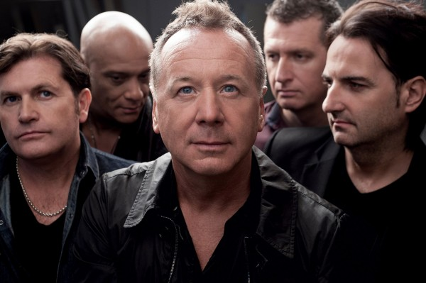 Simple Minds: Jim Kerr, Charlie Burchill, Mel Gaynor, Andy Gillespie şi Ged Grimes