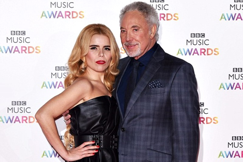 Paloma Faith și Tom Jones pe covorul roșu de la BBC Music Awards 2014