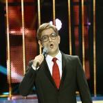 """Cezar Ouatu în rolul lui Dan Spătaru în emisunea """"Te cunosc de undeva!"""" din 14 februarie 2015"""