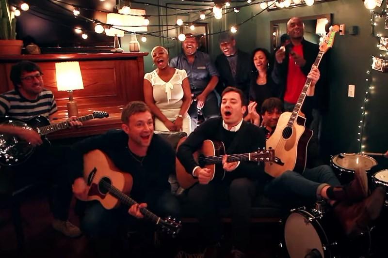 "Blur cântând ""Tender"" cu Jimmy Fallon"