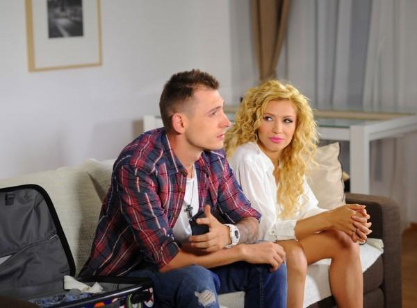 Doddy și Lora în videoclipul piesei Rezervat