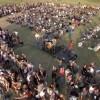 """1000 de rockeri cântă """"Learn to Fly"""" pentru a-i aduce pe Foo Fighters în orașul lor"""