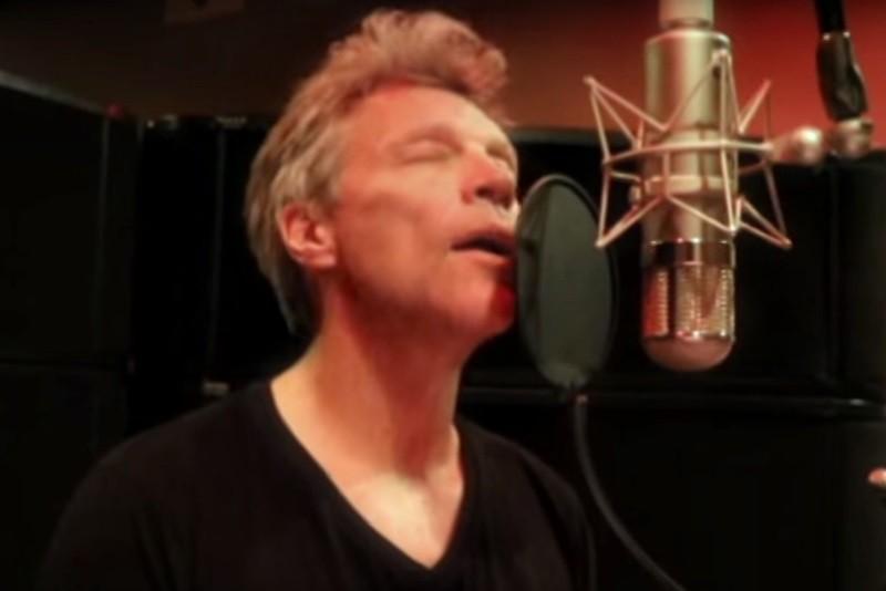 Jon Bon Jovi cântând în limba chineză