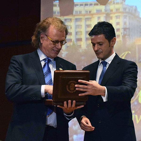 André Rieu a primit titlul de Ambasador Onorific al Bucureștiului din partea primarului interimar Răzvan Sava