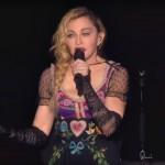 Madonna ținând un discurs pe fondul atentatelor din Paris