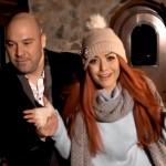 Bere Gratis feat. Elena - Iarna ne-a surprins indragostiti