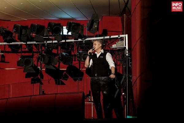 Actorul Flaviu Crișan în deschiderea concertului Alexandrei Ușurelu