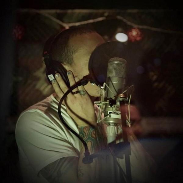 Chester Bennington de la Linkin Park în studio, 2016