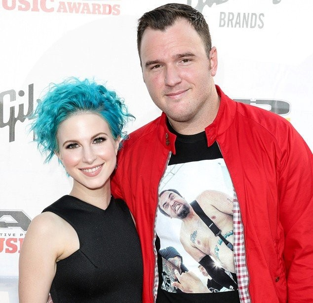 Hayley Williams și chitaristul de la New Found Glory s-au ...