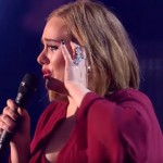 Adele, plângând la Brit Awards 2016