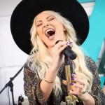 """Delia cântând live """"Ce are ea"""""""