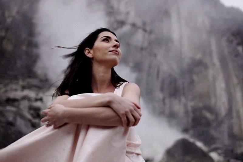 Alexandra Ușurelu - Suflet, rămâi pur (poză de la filmarea videoclipului)