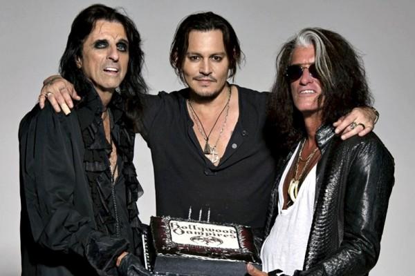 Johnny Depp alături de colegiii din Hollywood Vampires, Alice Cooper și Joe Perry