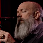 "Michael Stipe cântă ""Man Who Sold The World"" în amintirea lui David Bowie"