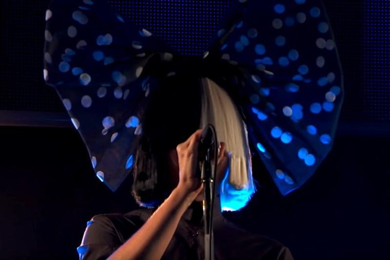 """Sia cântând """"Bird Set Free"""" live@Jimmy Kimmel"""