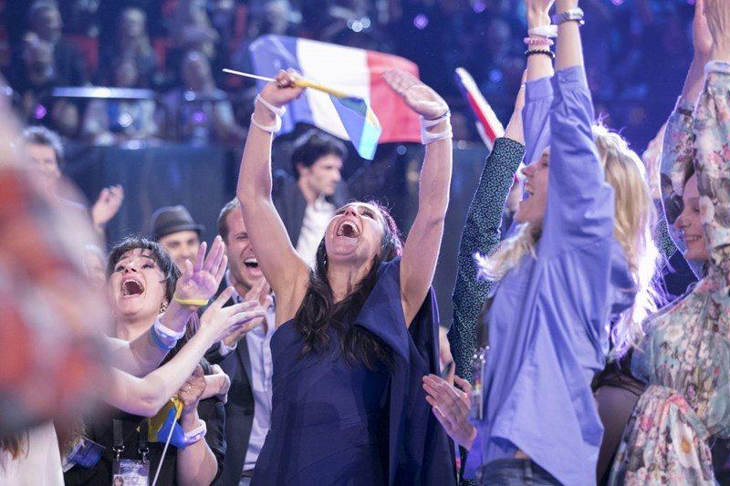 Jamala din Ucraina după câștigarea trofeului Eurovision 2016