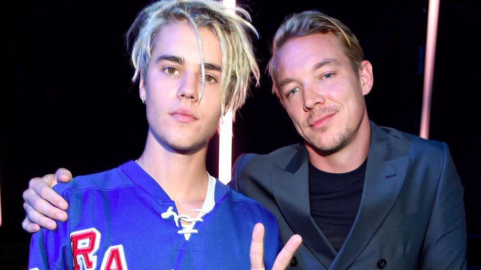 Lyric Video: Major Lazer feat Justin Bieber & MØ - Cold Water джастин бибер