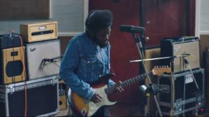 "Michael Kiwanuka cântând live ""The Final Frame"""