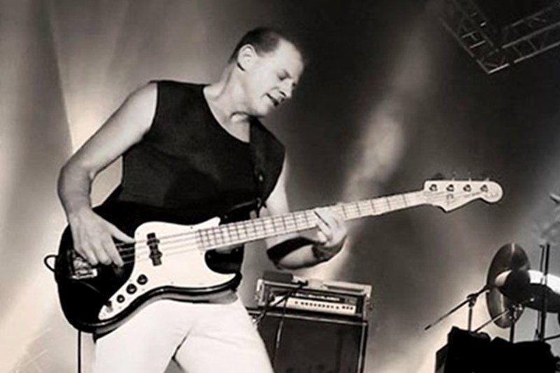 Eric Udel, basistul trupei The Original Blues Brothers