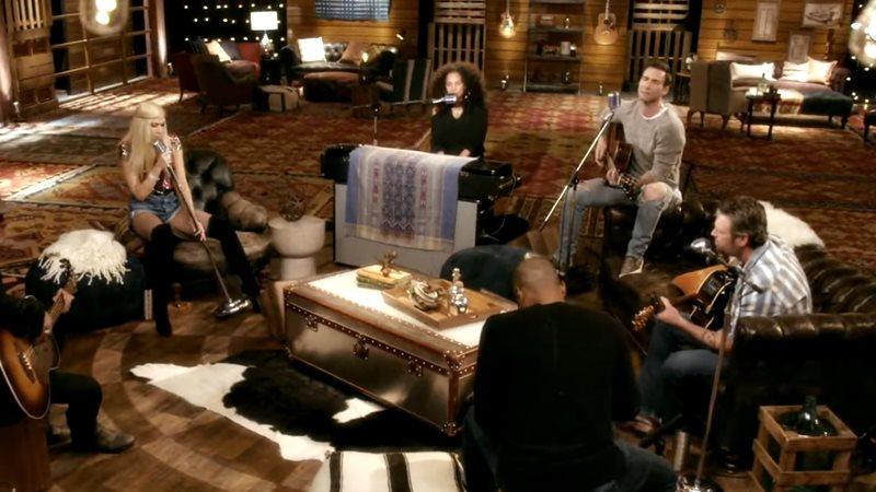 "Alicia Keys, Adam Levine, Blake Shelton și Gwen Stefani (cover ""Waterfalls"")"