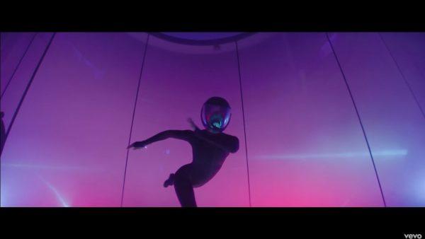 Videoclip Stargate Sia Pink Waterfall