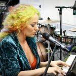 "Delia interpretând live piesa ""Verde Împărat"""