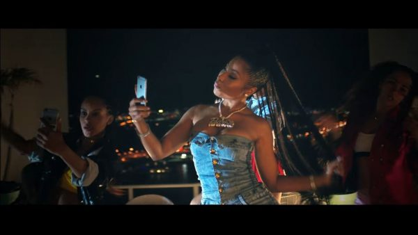 Videoclip Major Lazer - Run Up (feat. PARTYNEXTDOOR Nicki Minaj)