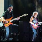 Basistul Roger Glover în concert cu Deep Purple la București