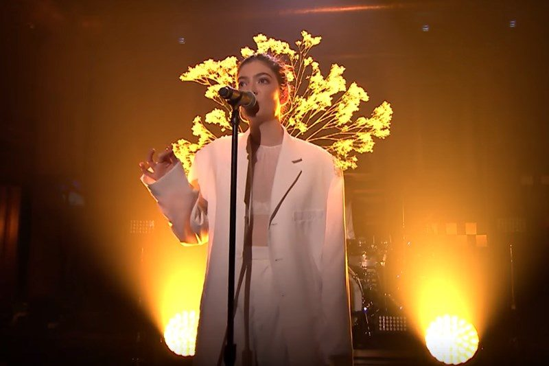 "Lorde - ""Perfect Places"" (live la Jimmy Fallon)"