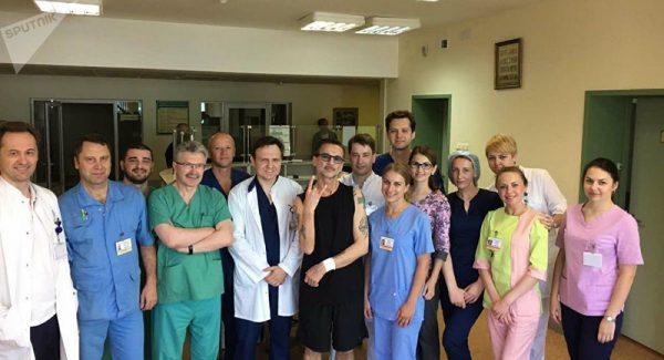 Dave Gahan alături de medicii din spitalul din Minsk