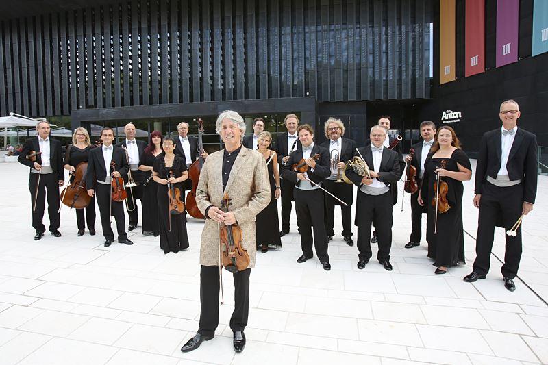 Johann Strauss Ensemble și Russell McGregor