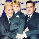 Pink la MTV VMA 2017, alături de soțul și fiica sa