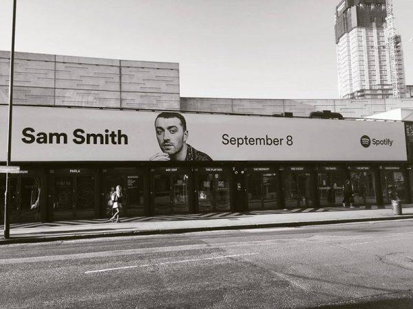 Banner promoțional Sam Smith