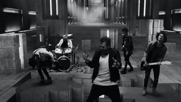 Videoclip Asking Alexandria Into the Fire