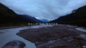 Videoclip 30 Seconds to Mars Walk on Water
