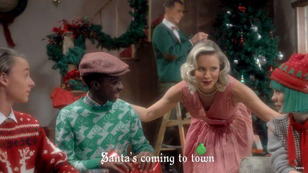 Videoclip Sia Santa's Coming For Us