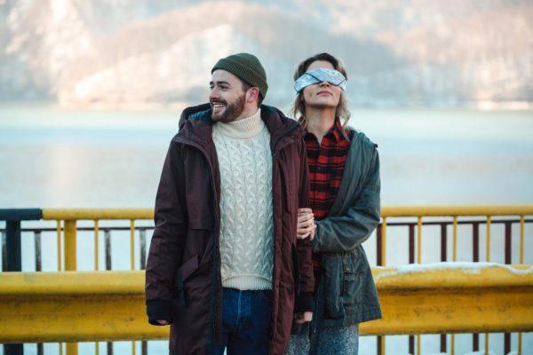 Actorii Tudor Andronic și Alma Costin în videoclipul Smiley - O poveste