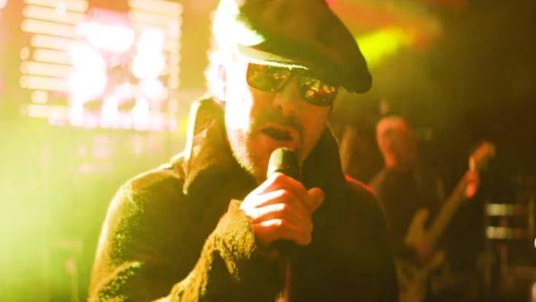 "Jamiroquai în videoclipul ""Summer Girl"""