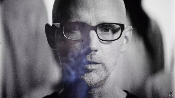 Videoclip Moby The Wild Darkness