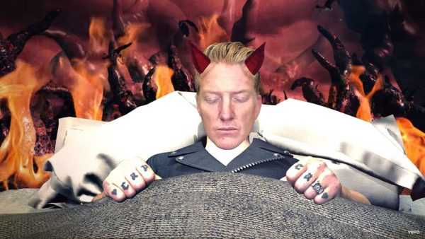 Videoclip Queens of the Stone Age Head Like a Haunted House