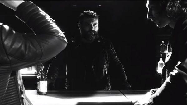 Videoclip Asking Alexandria Alone in a Room