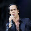 Nick Cave scoate la licitație o pereche de șosete pentru a ajuta un spațiu de concerte din Londra