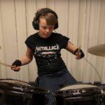 Un puști de 10 ani cântă la tobe întreaga discografie Metallica