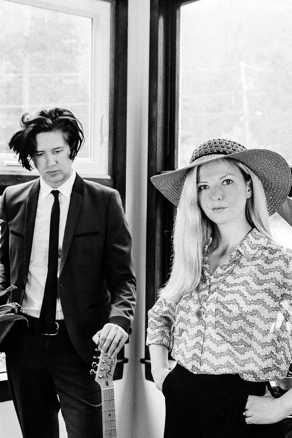 Still Corners la Club Control