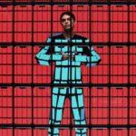 Trupa Ok Go lansează un viral video, Ian Eastwood dansează îmbrăcat cu 89 de telefoane ZenFone 5