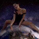 """Ariana Grande în videoclipul """"God Is A Woman"""""""