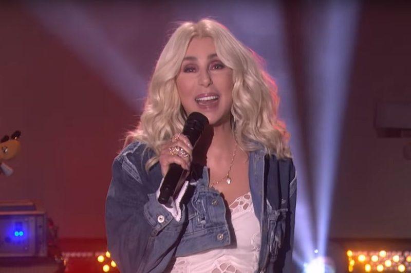Cher cântând SOS de la Abba la Ellen